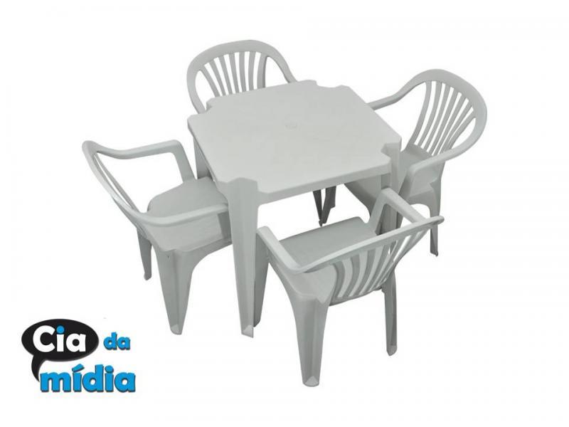 Cia da Mídia - Mesas e cadeiras em PVC